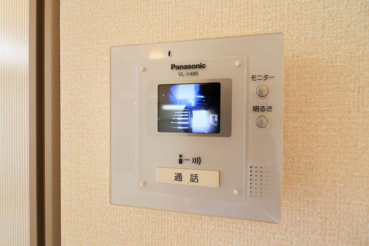 来訪者をカラー画像で確認できる人気設備の一つです。