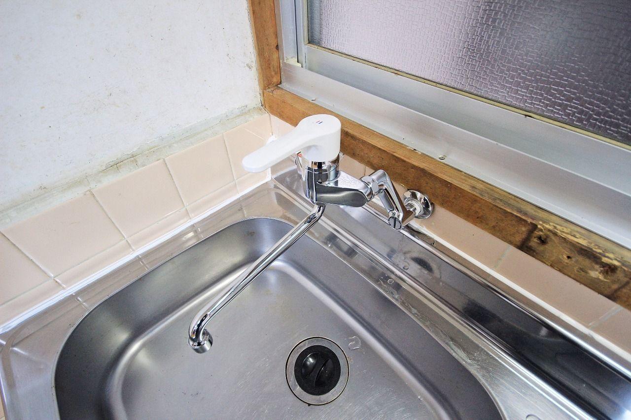 流し台は、温度調整が簡単なシングルレバー水洗です。