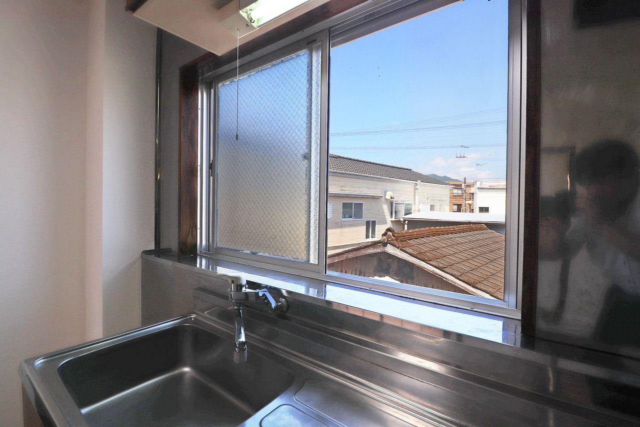 DK・洋室・和室・トイレ・浴室もう全てに窓が付いています!換気のプロ、コーポ山脇です。