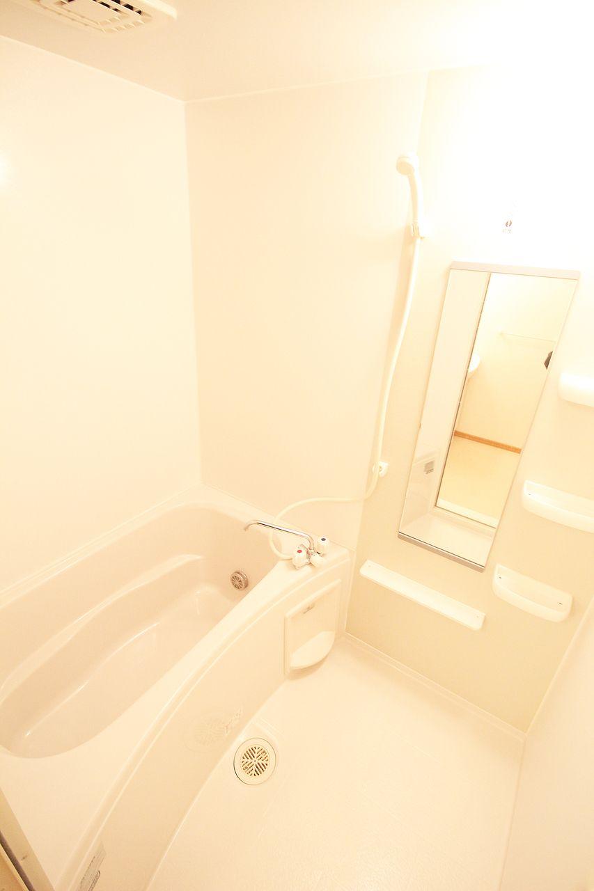 温かい湯船に。寒い冬でも安心の追い焚き機能つきお風呂です。