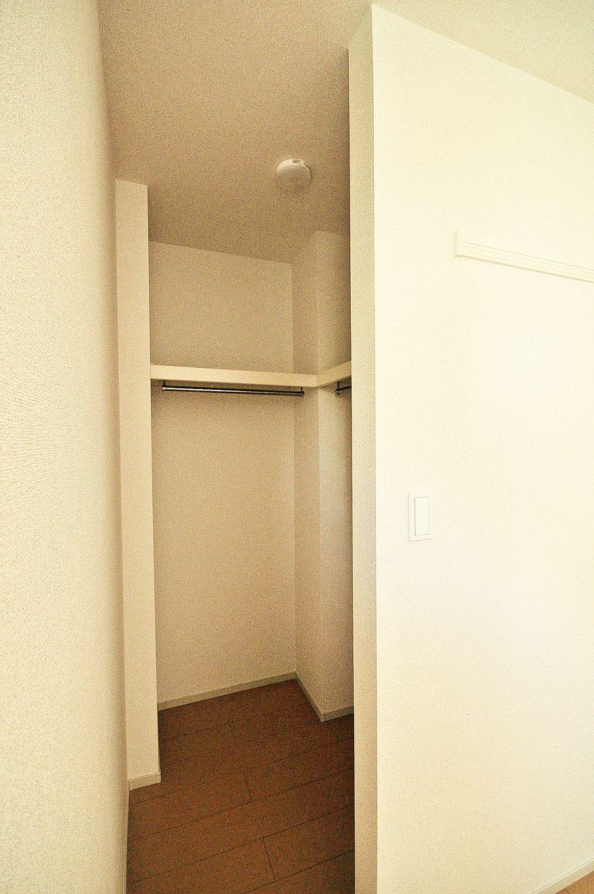 北側洋室には憧れのウォークインクローゼットが・・!これがあれば衣類が多くてもしっかり収納できますね♪