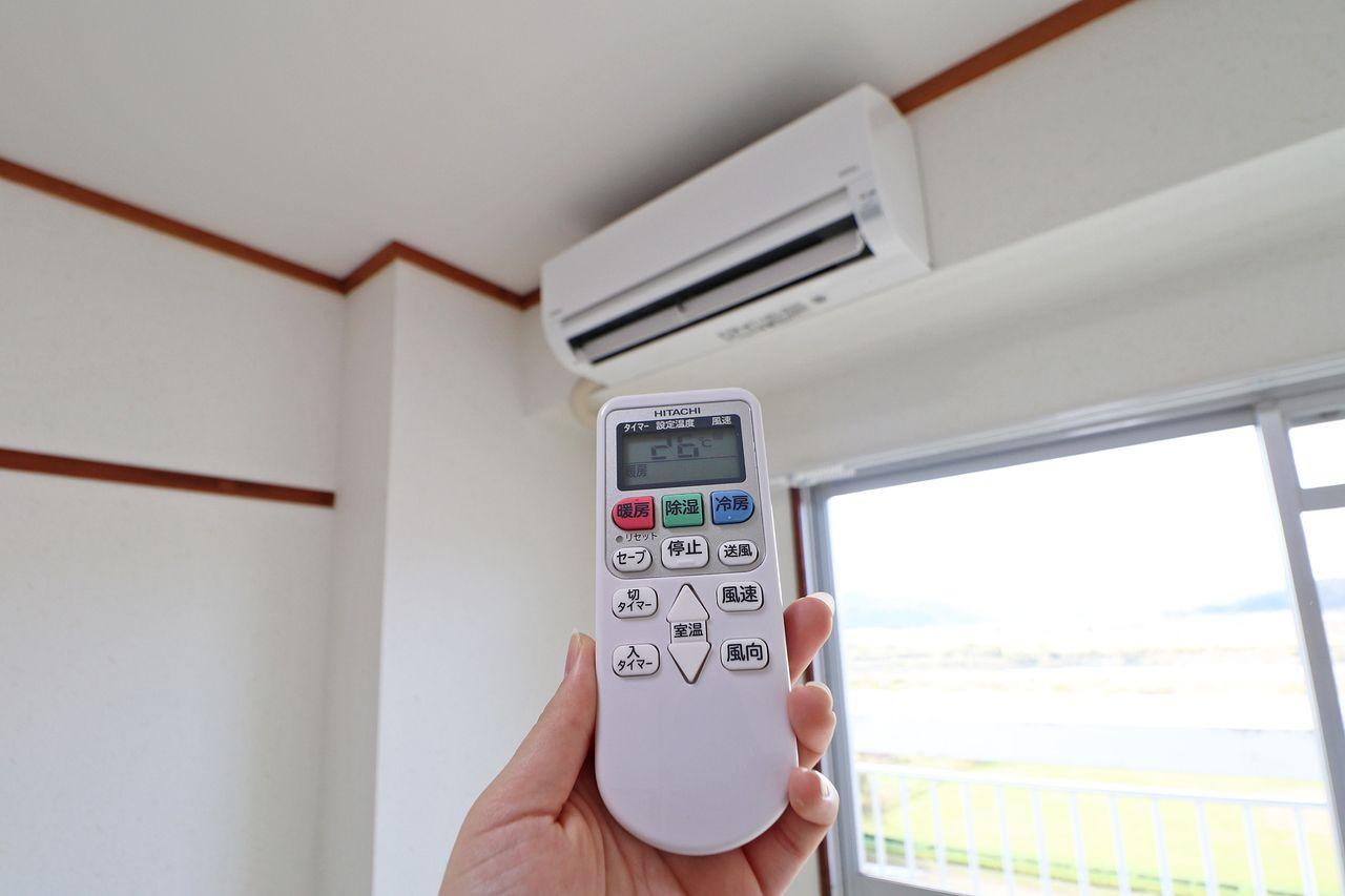 東側和室・南側洋室にエアコンが付いてます!入居に合わせて買わなくちゃいけないものが減るのは嬉しいですよね♪