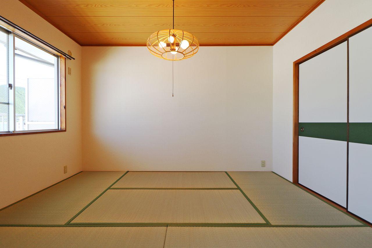 リビングが広く、洋室も独立して2室ありーの、この和室。全室和室だと好みが分かれるところですが、1室というのが素晴らしいバランスです!