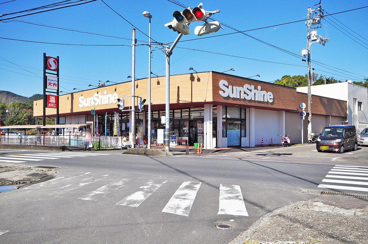 最寄りのスーパーはこちらになります。学生の頃、ここで買う生暖かいオムライスが好きでした。母の味、サンシャイン大方。
