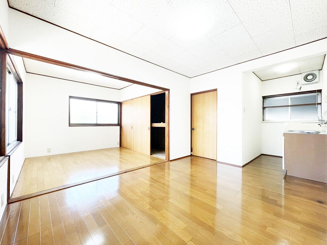 DKと洋室をひと間と考えればビッグなワンルーム!仕切りがないので模様替えも楽しめそう。