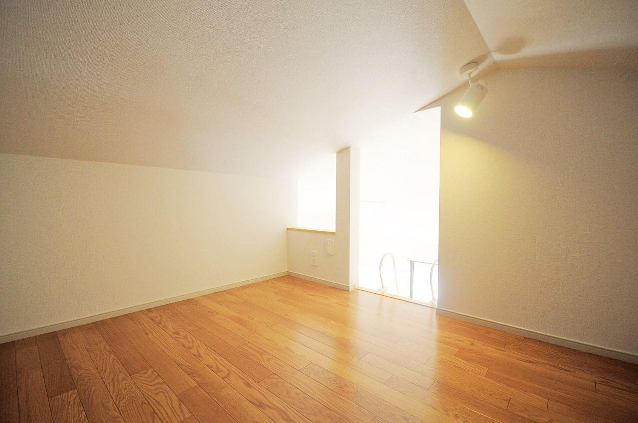 秘密基地みたいなワクワクする空間があります。収納はもちろんですが、ちょっとした隠し部屋のように使ってみるのもいいかもしれません。