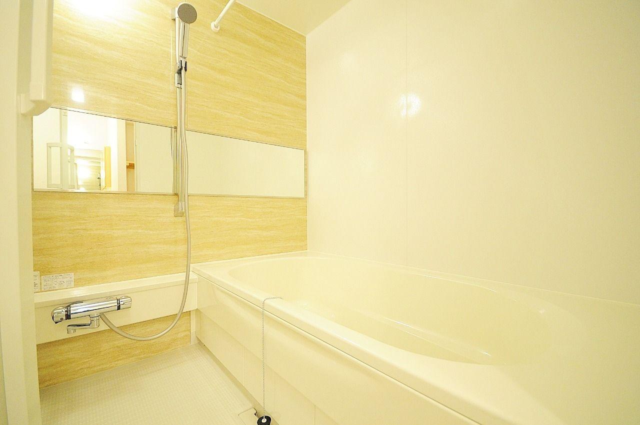 お風呂もオシャレで可愛い。一坪風呂なのでゆったり足を伸ばして入浴ができちゃいます。1日の疲れをここでリフレッシュ☆