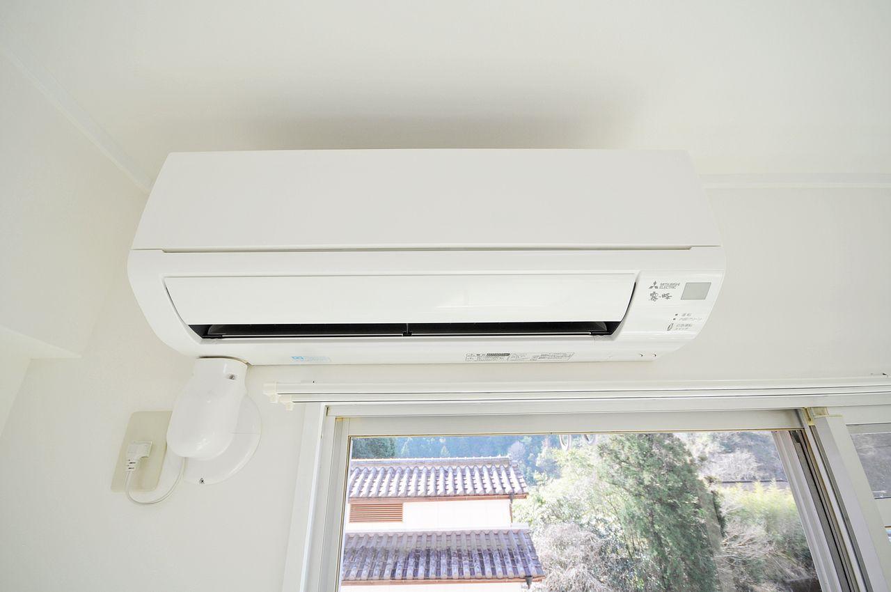 LDK・南側和室・北側洋室の全室にエアコンが設置されています。入居に合わせて新しく購入する必要がありません。