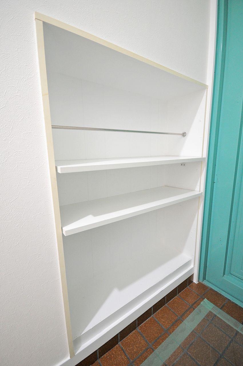 手造り感が可愛らしい下駄箱です。ごちゃごちゃしがちな玄関もすっきりスマートに。