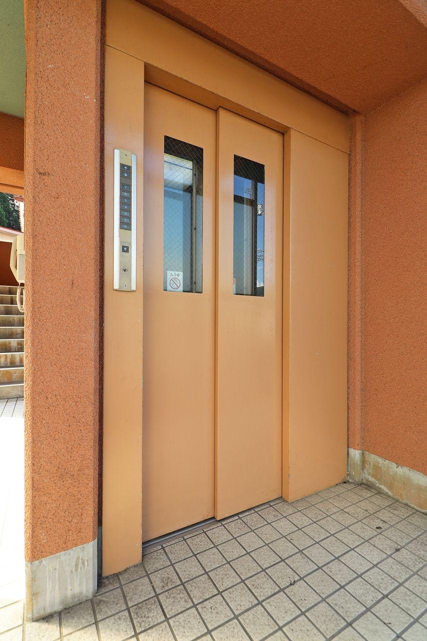 SAKURAS具同にはエレベーターがあります。お引越しの際にも小さいお子様がいる方も、安心して住んでいただけるかと思います。