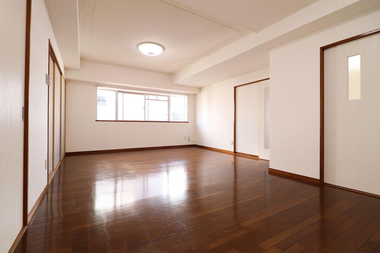 ひろーい14畳のLDKです!テレビ、大きなソファー、テーブルたくさん置いちゃってください!