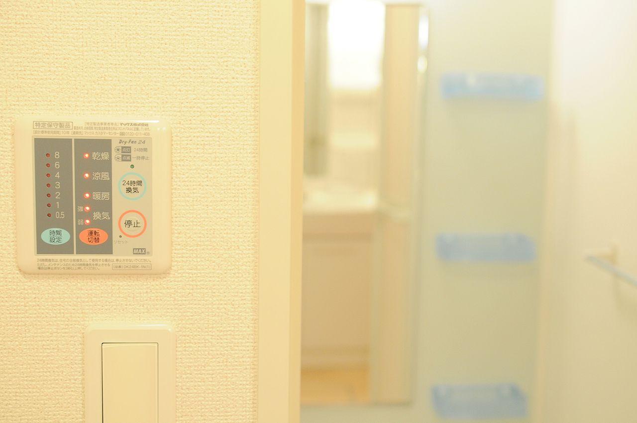 花粉の時期や梅雨の時期に大活躍!浴室で洗濯物が干せちゃいます。冬場は浴室内を温めてから入浴するのがいいと思います。