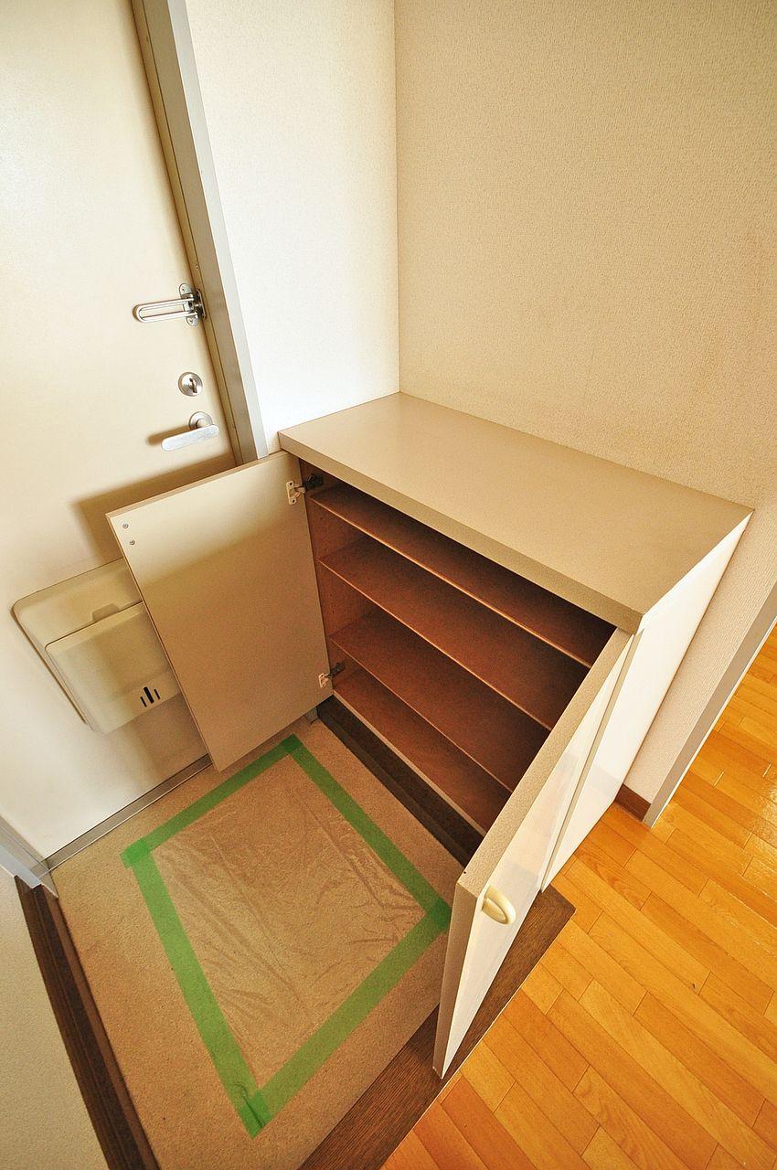 ひとり暮らし、ふたり暮らしにピッタリサイズのシューズボックス。玄関はいつもスマートに。