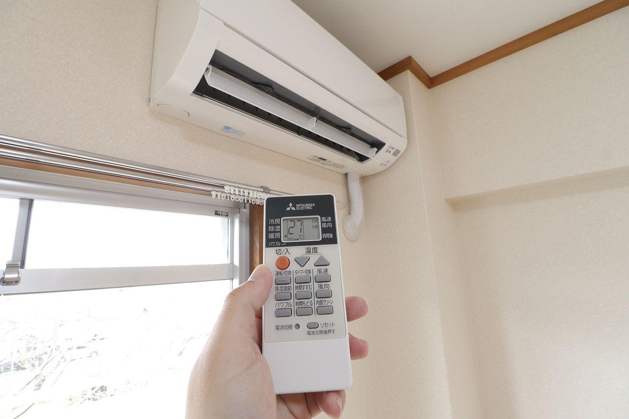 南側洋室2部屋にエアコンが設備としてついています。新たに購入の必要なく空調管理できるのが嬉しい点です。