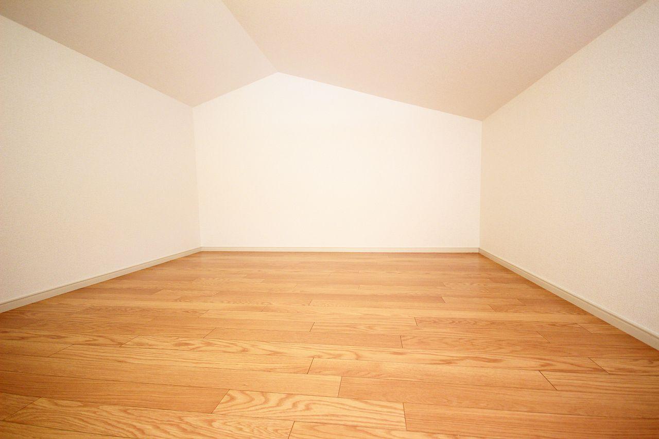 秘密基地のようなワクワクする空間があります。収納はもちろんですが、ちょっとした隠し部屋としても。