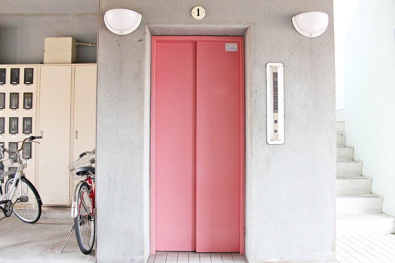 エレベーター付き物件。4階まで階段は辛い!と言う人も安心ですね。