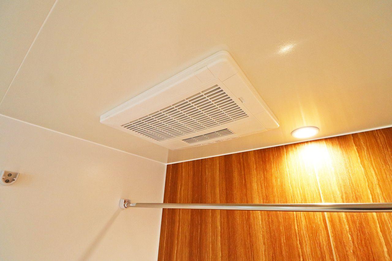 浴室乾燥機付きのお風呂です。梅雨や花粉時期のお洗濯にも困りません。 入浴後は乾燥モードを使ってカビ対策をしましょう!