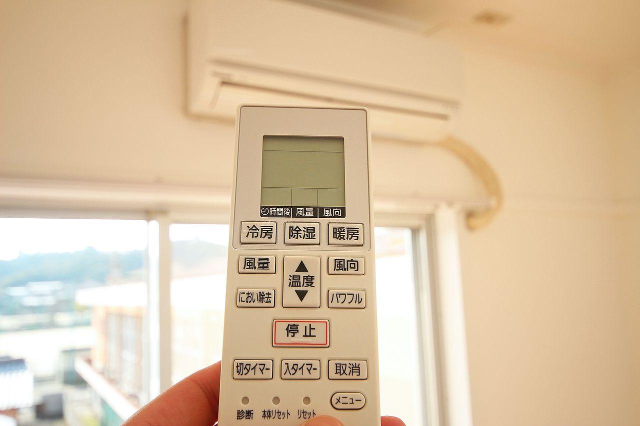 リビングと和室にエアコンが付いています!今や必須のエアコン、しかも地味に高い・・!元々付いてれば安心。