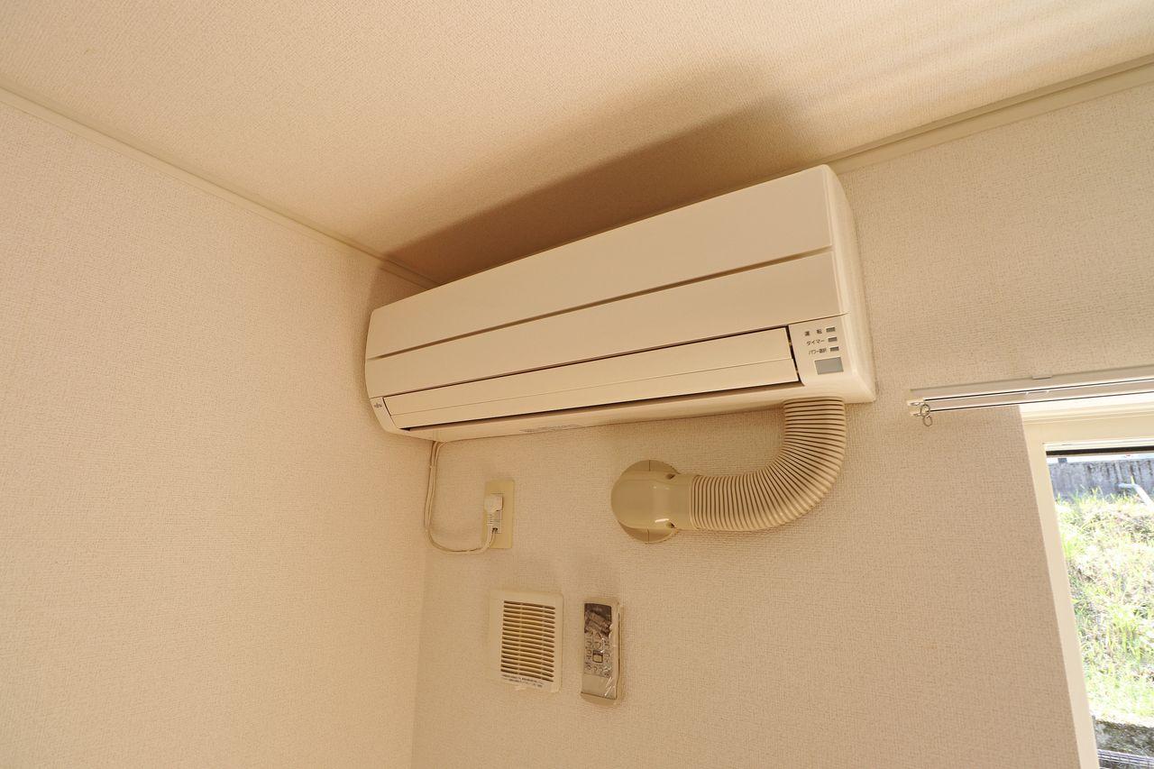 LDKにも洋室にも設置。エアコンの購入と設置の分の出費が抑えられます。