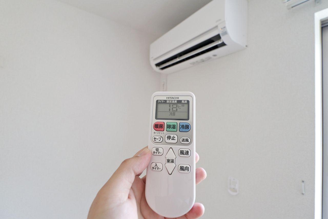 リビングと洋室にエアコンが付いています。購入すると地味にお財布が痛い・・設備としてついてると安心ですよね。