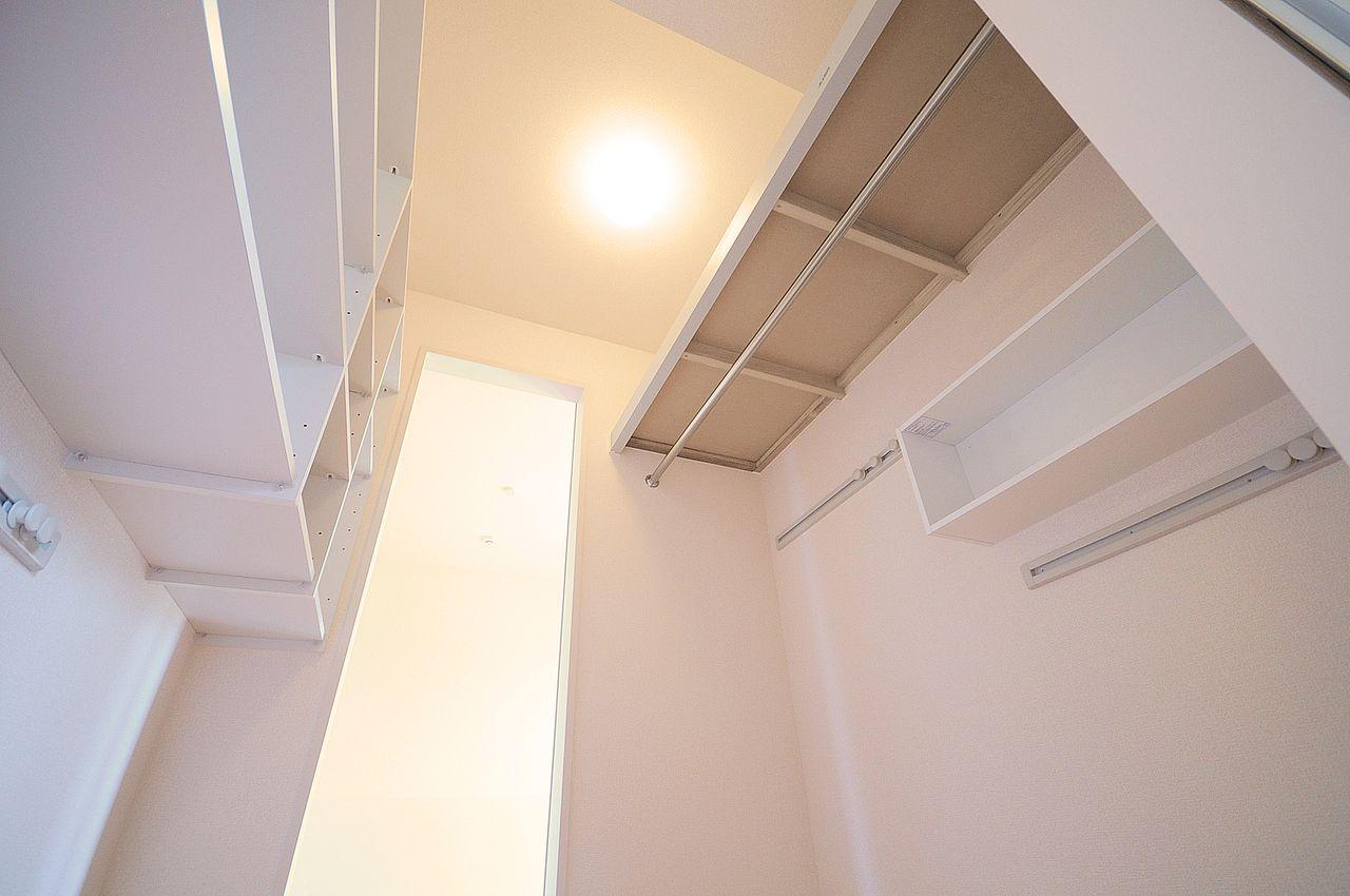 収納力バツグンのウォークスルークローゼット!通気性が良いため、衣服の湿気や臭いが気になりにくいです。