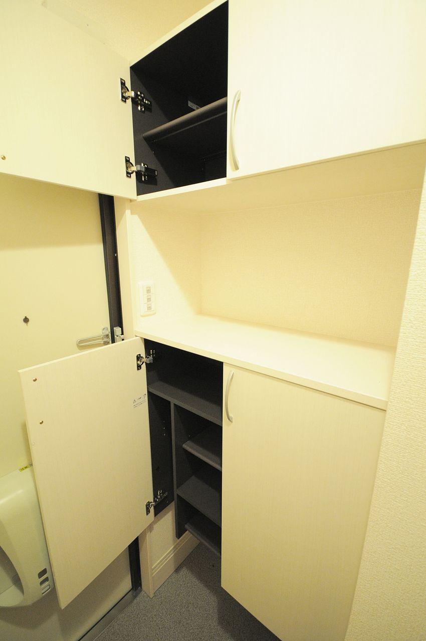 上段と下段に分かれた大容量のシューズボックス。玄関がごちゃごちゃしないのが嬉しいですね。