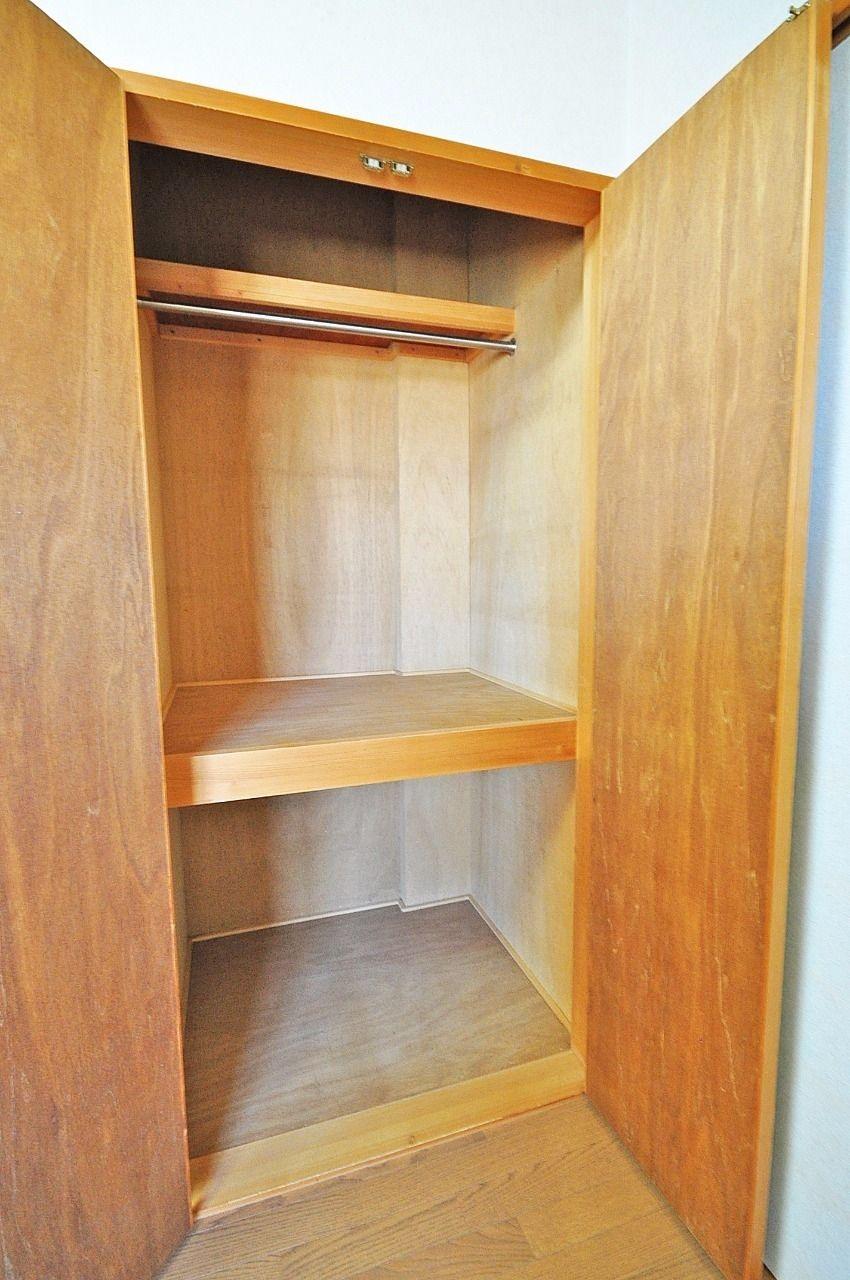 洋室には気の利いたクローゼットがあります。少しでもお部屋を広く使うことが出来ますよ。