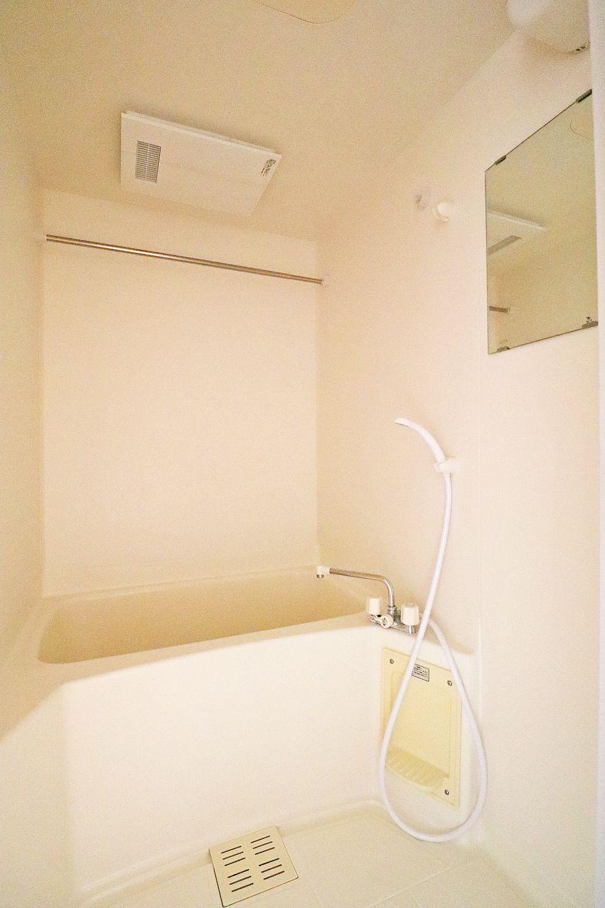 単身暮らしだと天気に合わせて洗濯物を外に干すのはタイミングが難しかったりしますよね。 浴室乾燥機があればご自身の都合に合わせ洗濯ができて便利です。