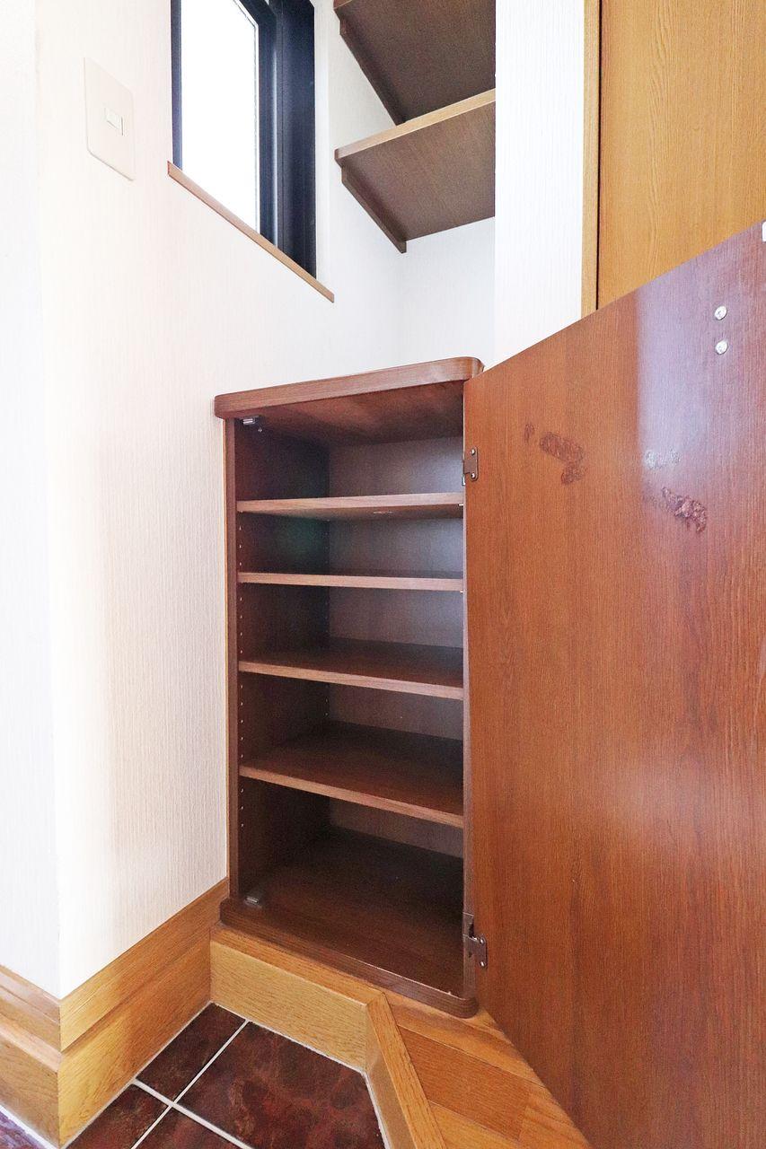 玄関はいつでもスッキリとさせたい。おひとりぐらしにピッタリサイズのシューズボックスです。