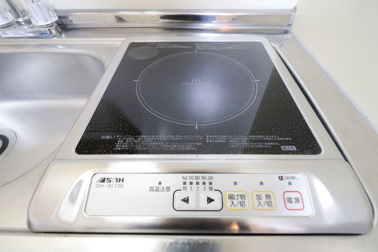 サッとひと拭きするだけで汚れも簡単に落ちちゃう!火を使わない安心感。