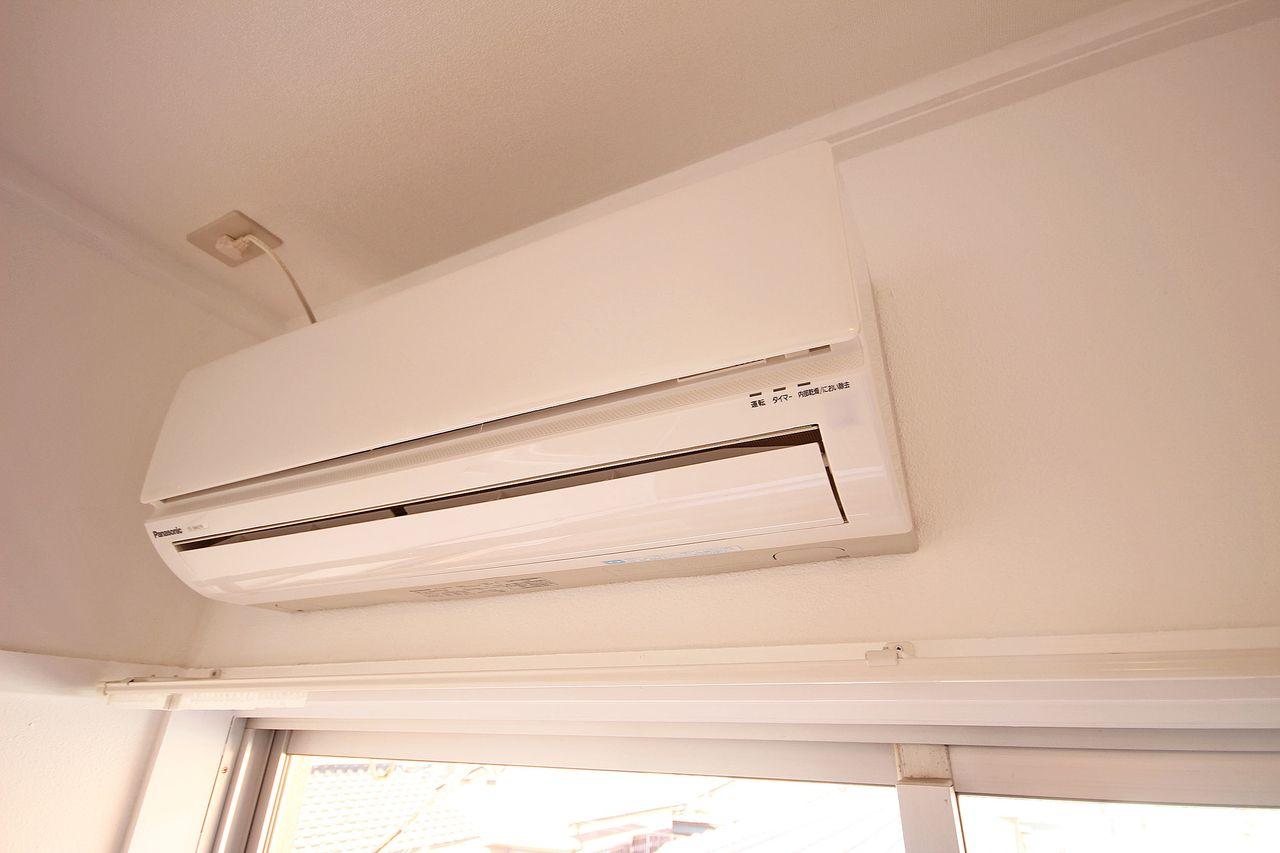 LDKと和室にエアコンが付いています!今や必須のエアコン、元々付いてれば安心。