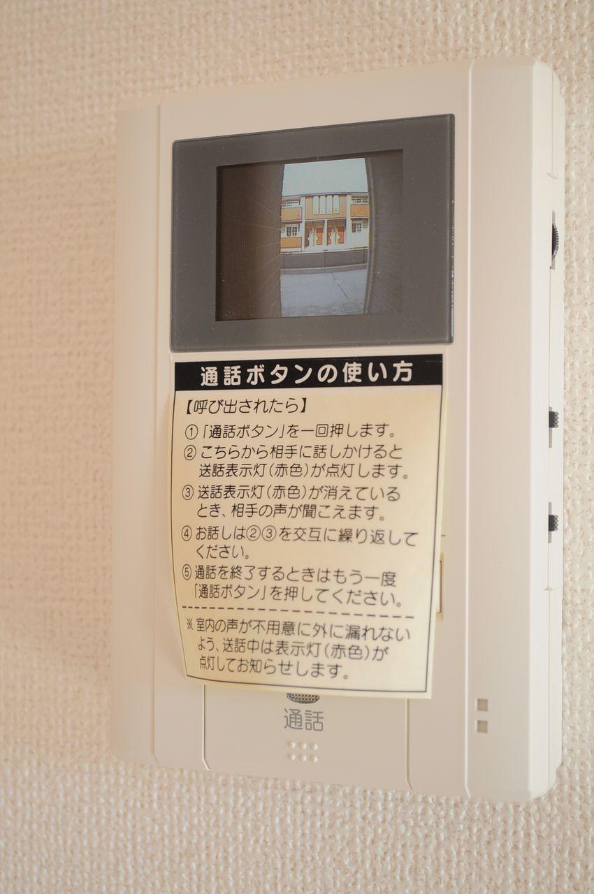 来訪者をカラー映像で確認できるモニターホン。玄関ドアを開ける前にしっかり確認しましょう!