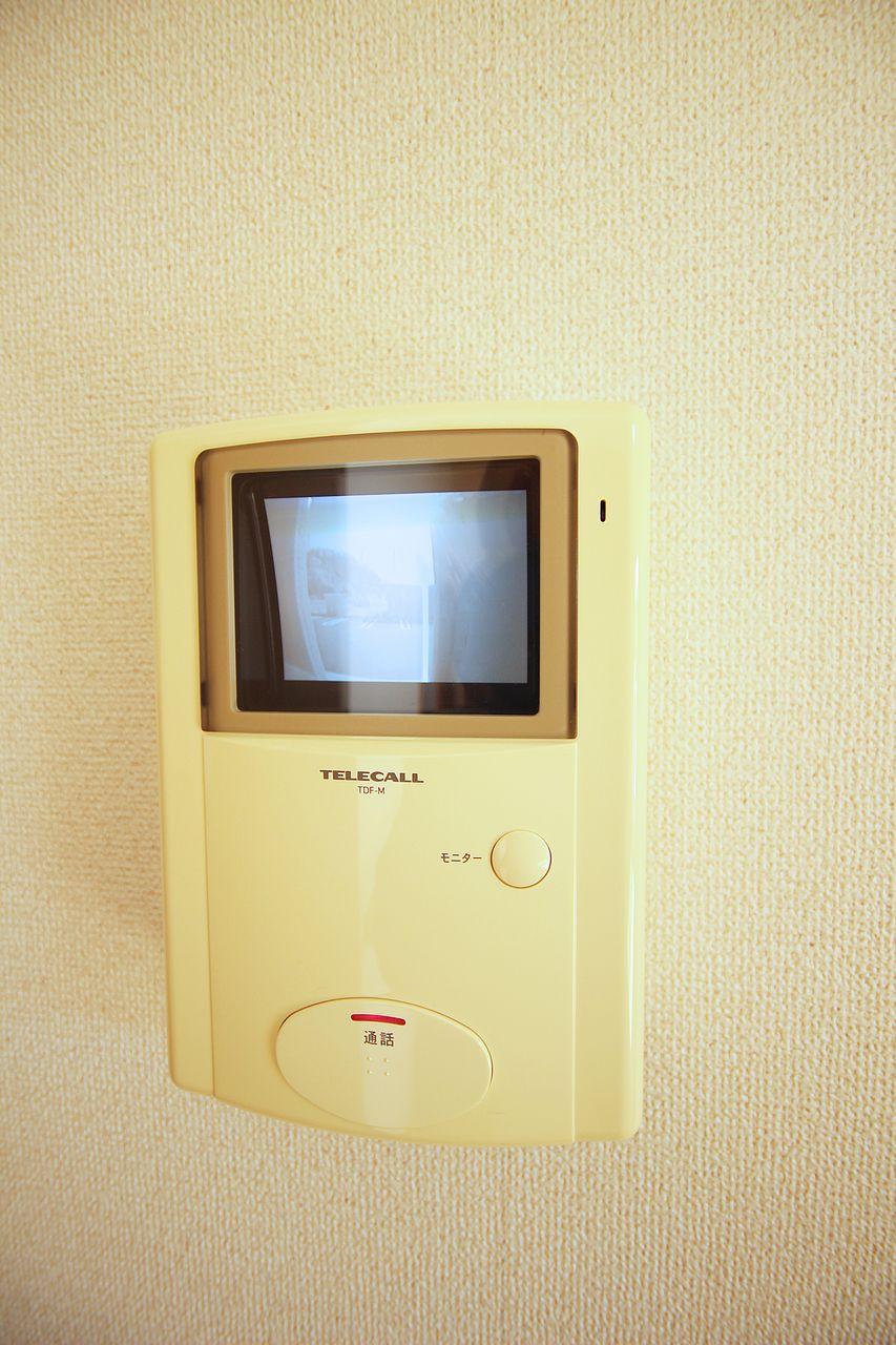 LDKで来客者を確認できるモニターホン。玄関までいくひと手間を無くしてくれます。