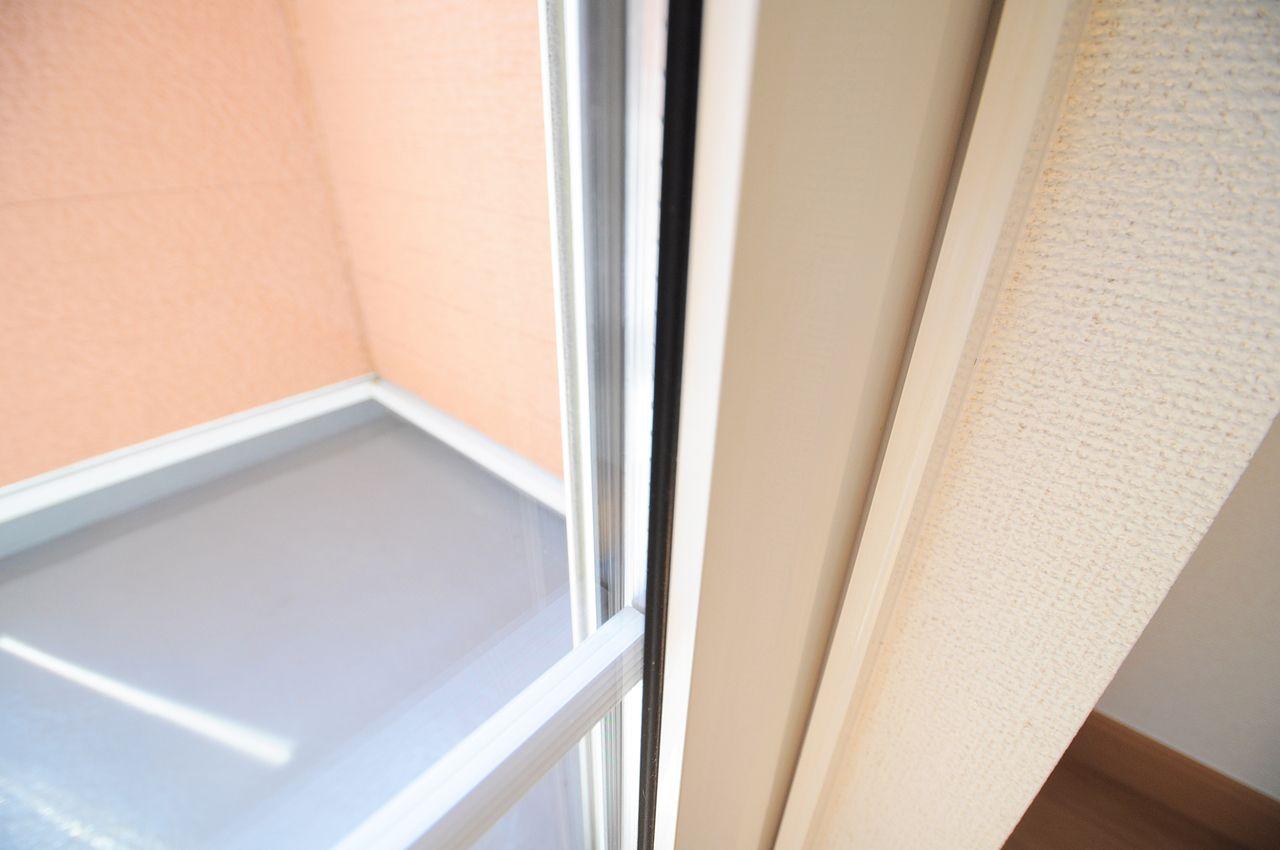 断熱性能の高いペアガラス。エアコンとの相性が良く、省エネにもなるかもしれません。