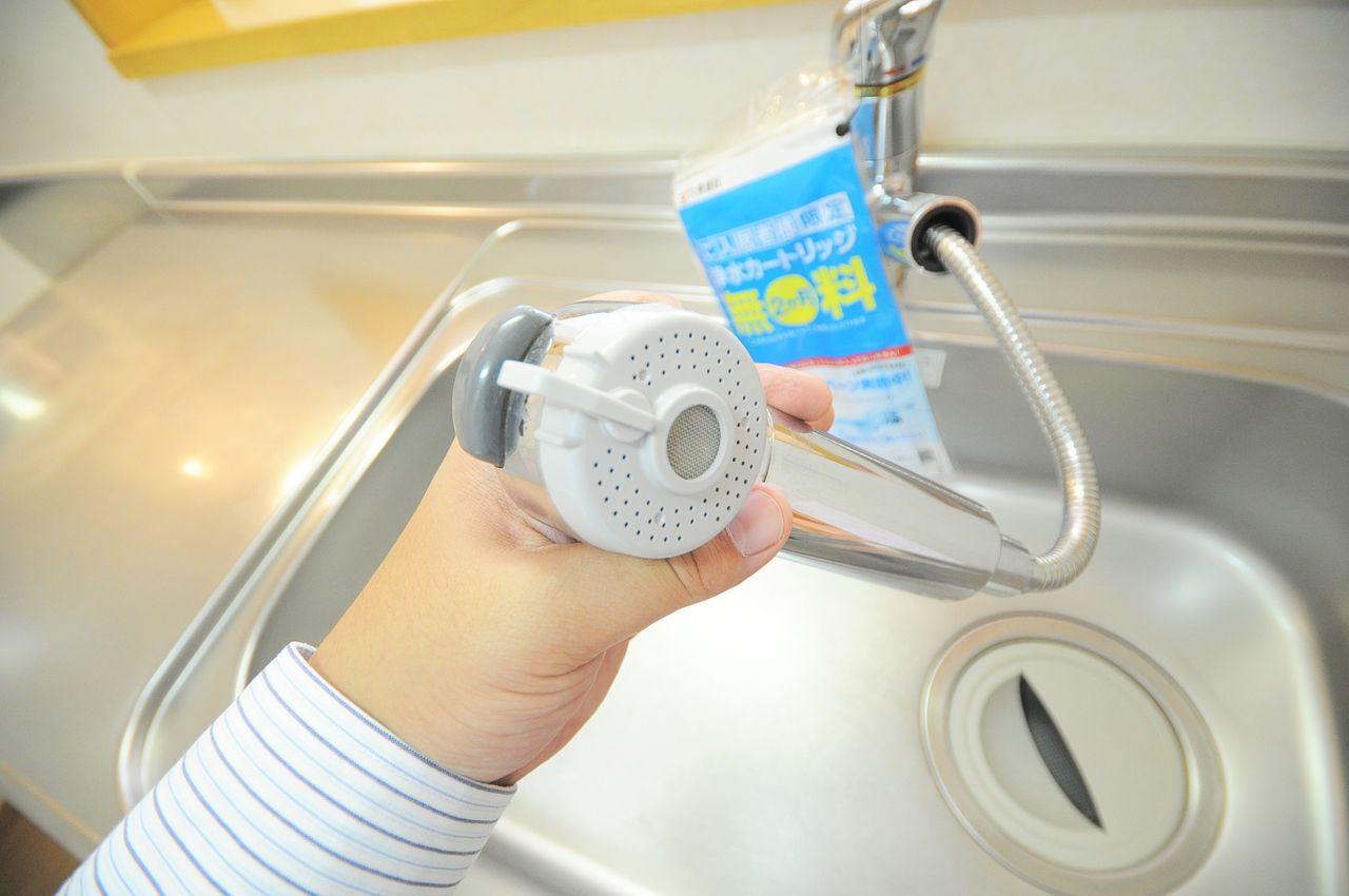 かゆいところに手が届く伸縮性のあるノズル。シンクの掃除が楽になりますよ。