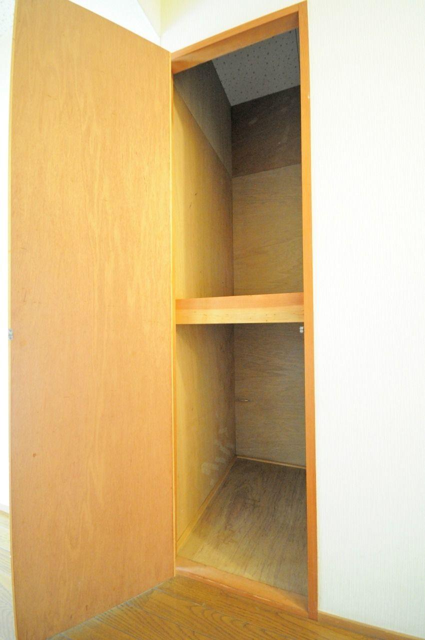 廊下部分にも収納があり、掃除道具やトイレットペーパーのストックなどを収納できます。