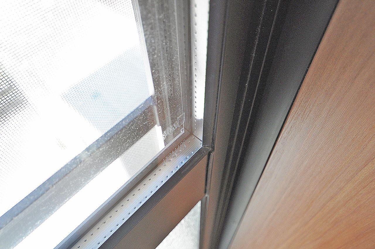 断熱性能の高いペアガラス。エアコンとの相性も抜群で省エネになるかもしれません。