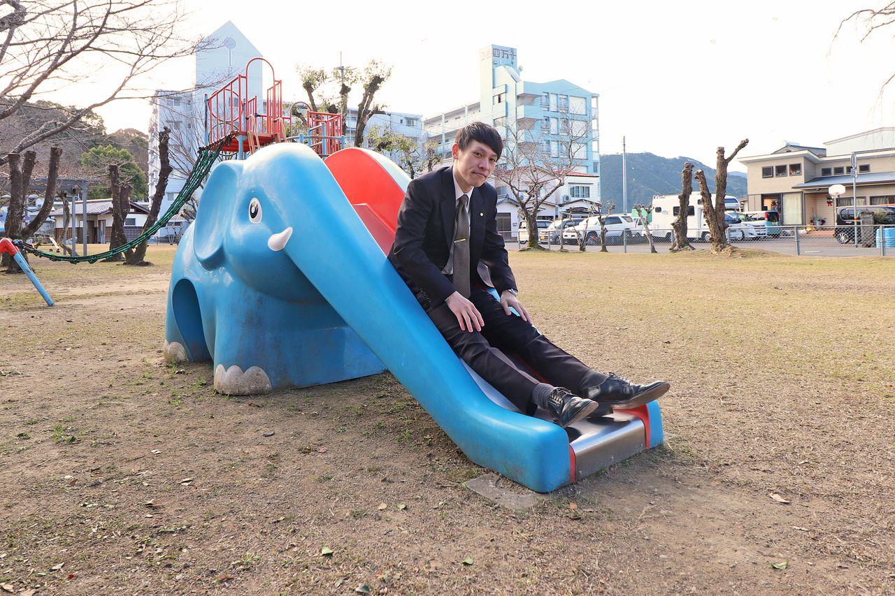 お子様が公園で遊び、その姿を親はバルコニーで見る。そんなことが出来るくらい近くに公園があります。