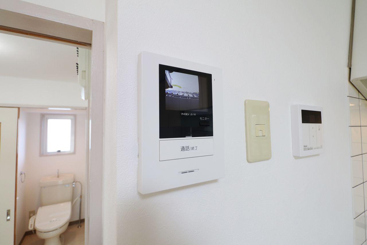 来訪者を確認できるモニターホン付き。防犯対策に役立ちます。