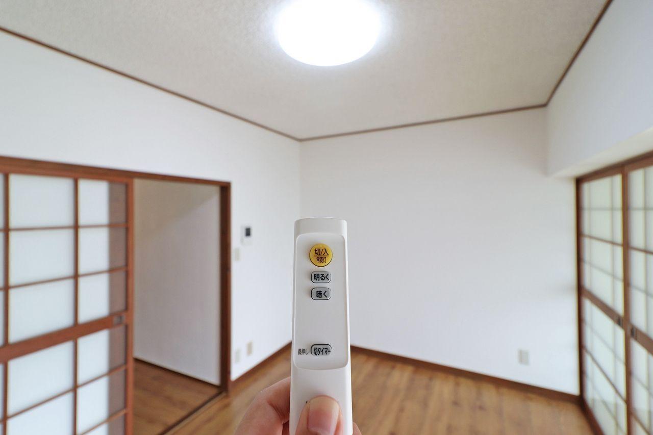DK・和室にリモコン式のLED照明が付いています。電気代が抑えられ、蛍光灯交換の必要が無い優れもの。