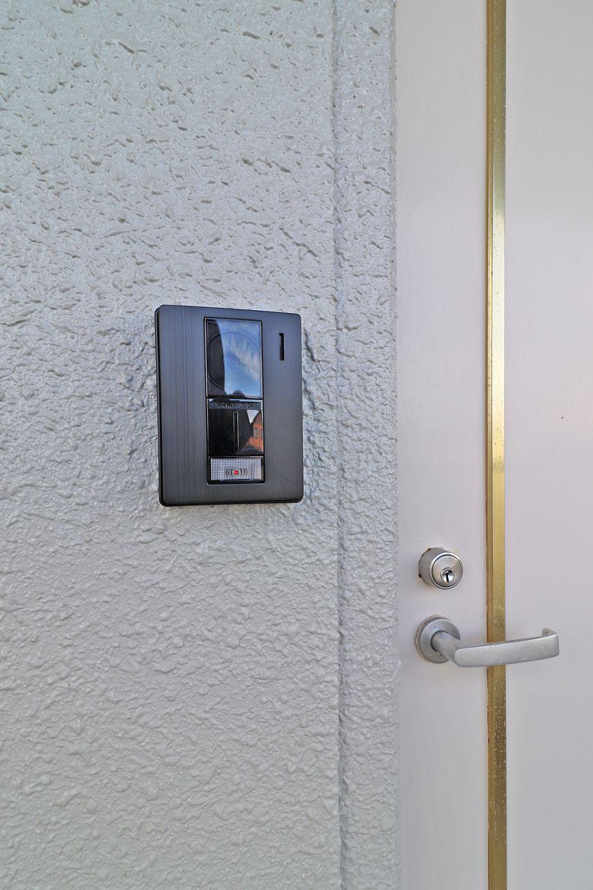 人が来た時に大活躍のモニターホン付いてます!「わざわざ玄関まで」を減らす便利設備です。