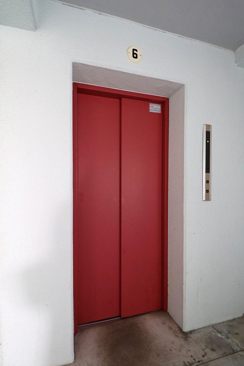 居住階は4階なのでエレベーターは必須設備。自分の足で上りたい方は階段で。