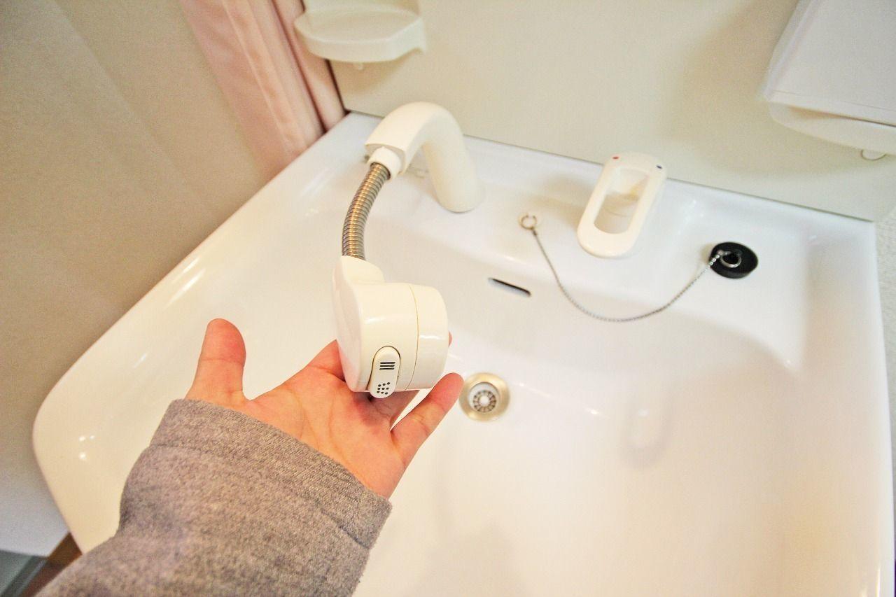 ハンドシャワータイプの洗面台。
