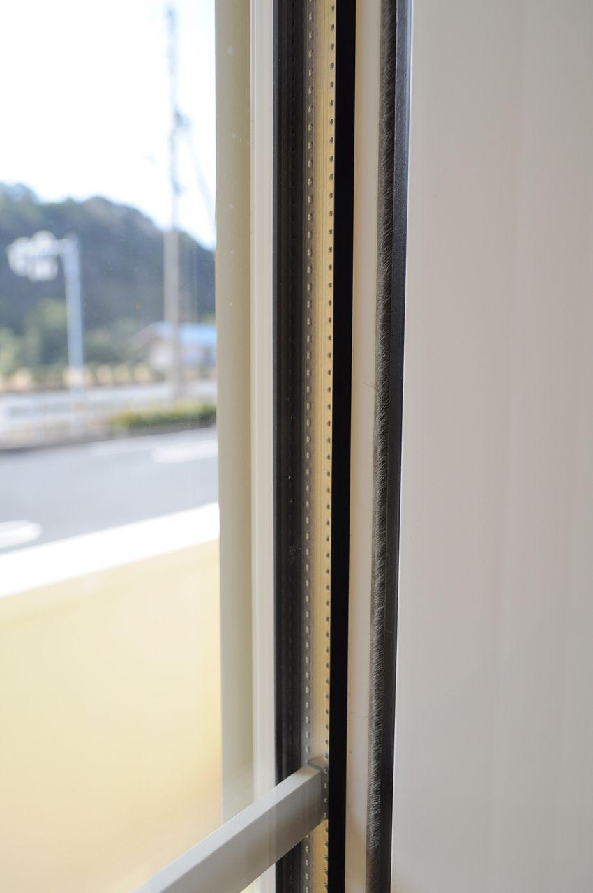 断熱性能が高いペアガラス。エアコンとの相性も良いので省エネに役立ちます。
