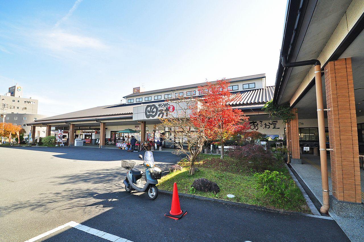 四国最大級の物産館が目の前に。飲食も可能なので、名産品を買う以外にもふらっと行っちゃいそうですね。