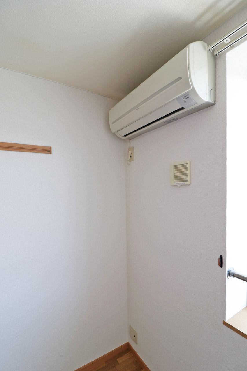 南側のリビング・南側洋室にエアコンが設置されています。エアコン2台付き賃貸って実は少ないです。