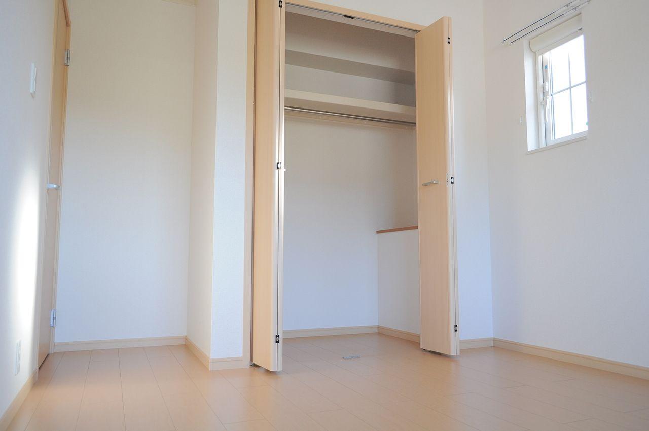 洋室にはそれぞれクローゼットがあるので、お部屋もすっきりと片付きそうです。