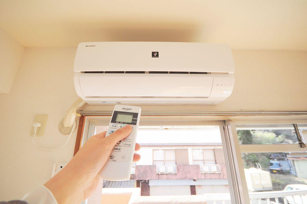 エアコンは全居室に付いています。ご自身で設置する必要が無く、どこのお部屋でも快適に過ごせます。