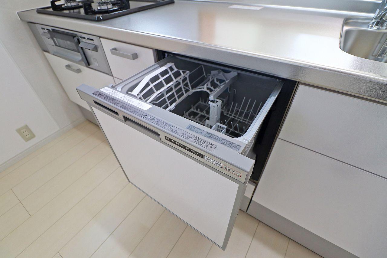 なかなか賃貸物件ではお目にかかることが少ない食洗機が付いています!めんどくさいが、少しでも楽になる、あると嬉しい設備です。
