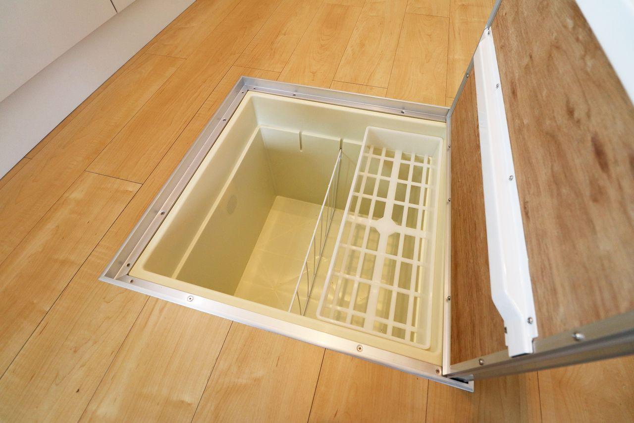 単純な収納スペースとして優秀な床下収納。万が一空き巣などに入られても被害に遭いにくいのも利点のひとつです。